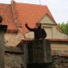 Vít vyzkoušel historickou kazatelnu ve zdi.