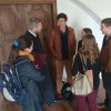 Pan ředitel přivítal spolu ze zástupci Prahy 2 hosty na Novoměstské radnici. Zde si povídá s účastníky výměny před výstupem na věž.